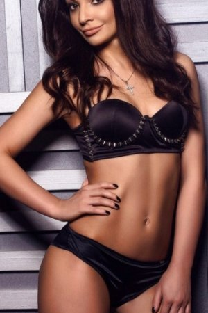 Khadiatou independant escort in Leawood